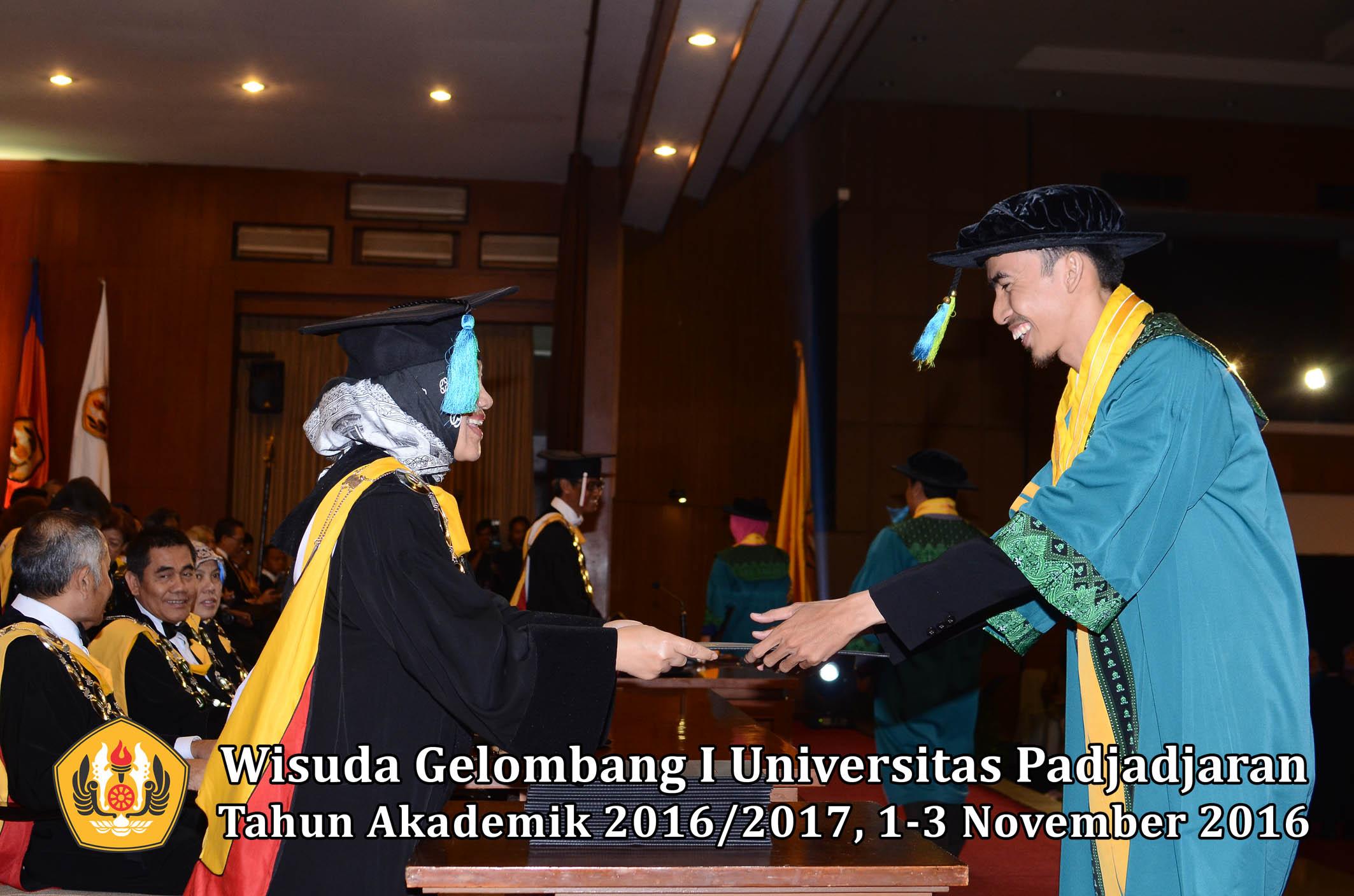 wisuda-unpad-gel-i-ta-2016_2017-fakultas-farmasi-dekan-004